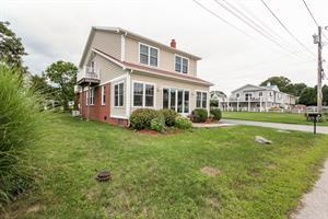 Narragansett Pier Home Sells for $1.25M after just 1 Day on the Market