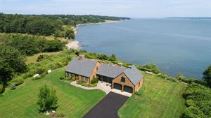 BLACK POINT WATERFRONT HOME SELLS FOR $1.745M, MARKING A TOP SALE IN PORTSMOUTH*