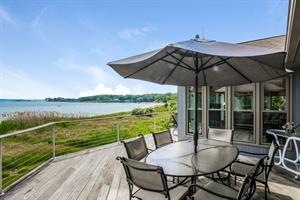 POPLAR POINT WATERFRONT CONTEMPORARY SELLS FOR $1.1M